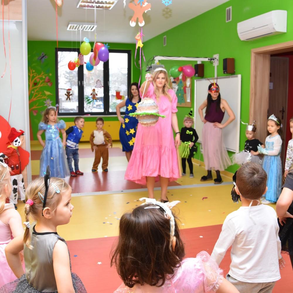 Impreza Karnawałowa – Przedszkole Sunny Kids KOCHA IMPREZY!